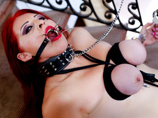 RedHeadSwitchy - white fetish cam model