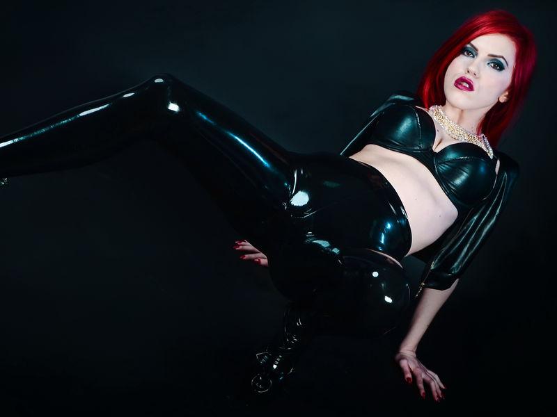 NatashaOtil1 - white fetish cam model