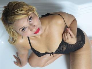 Latina Webcam stúlka AlanaAisaka