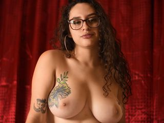 Latina Teen Webcam Model EmilyIconicStar