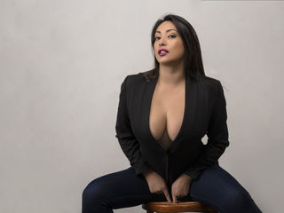 Latina Webcam girl KylieBennet